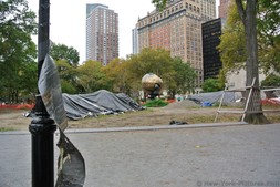 Battery Park ball area being worked on in Manhattan New York.jpg