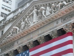 Sculptures on the NYSE building in New York.jpg