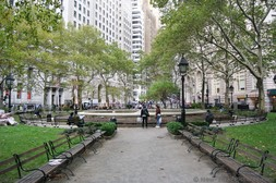 Benches leading to central fountain at Bowling Green Park Manhattan New York.jpg
