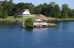 House on Manhattan Island in 1000 Islands New York.jpg