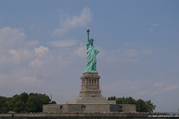 Statue of Liberty photo with Liberty Island.jpg