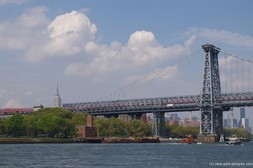 Williamsburg Bridge as seen from the East River.jpg