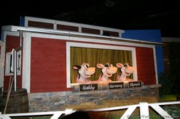 Singing cows during Hershey's Chocolate Tour ride.jpg