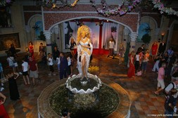 RuPaul wax statue atop a fountain at Madame Tussauds NY.jpg